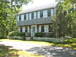 PARRH - Adorable and Immaculate Saltbox Home,  Ideally located close to Edgartow