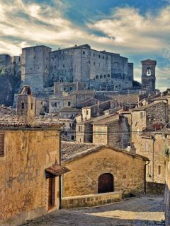 Sorano, old town.