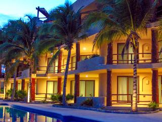 Mahahual pool level Condo #301 Beachfront View