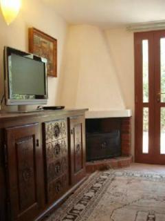 SALOTTO TV E DIVANO LETTO  WI FI i tutta la casa ed esterno.