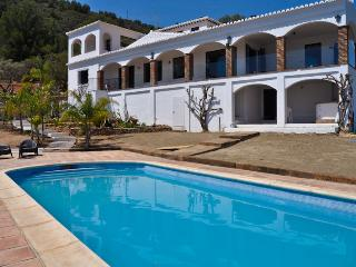 Luxury 5 bedroom villa with stunning seaviews