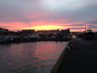 The harbour is only a few minutes walk away with restaurants, pubs, fish & chips and boat trips