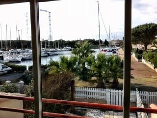 Air-cond.appart in marina,privat beach,free secure parking,wifi, sea-view, Cap d'Agde