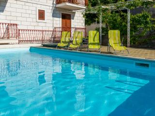Apartments with swimming pool in Dubrovnik