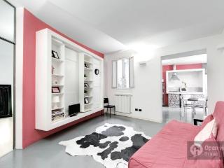 The Pantheon Tower- An Elegant apartment in center, Roma