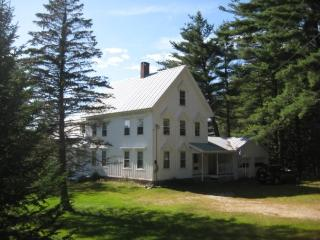 Enjoy our peaceful mountain view home!, Fryeburg