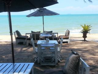 Jomtien Beach Villa sleeps 6
