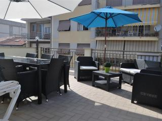 Vacation Rental at Elly's Terrace, Close to Sea in Viareggio
