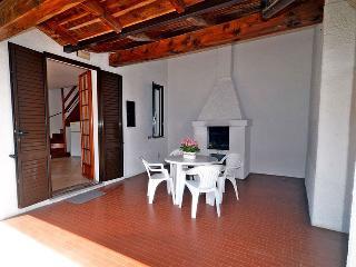 Villetta con 2 camere e giardino con posto auto