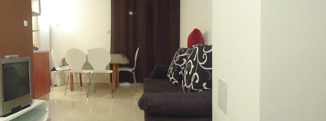 salón con sofá-