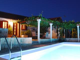 Countyside Holiday House With Private Pool, Grohote