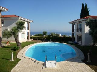 VILLA WITH SEA AND POOL VIEW, QUIET & CENTRAL