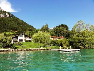 Amazing 5 star Villa le France for 10 people on the edge of lake Annecy
