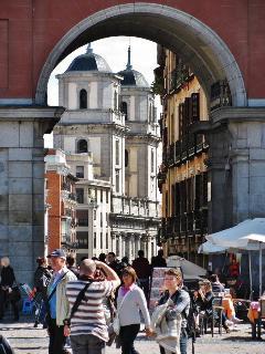 Colegiata San Isidro desde a Plaza Mayor