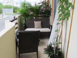 Spacious central located condo 5 min. from beach