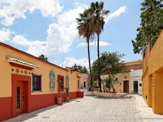 Casa de Benito - central, quiet, modern, private, Oaxaca