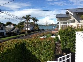 """Duders Delight""  Charming 2 bedroom, 2 bathroom, Devonport"