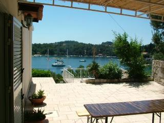 Apartman Leo with large stone terrace and sundeck, Korcula Town