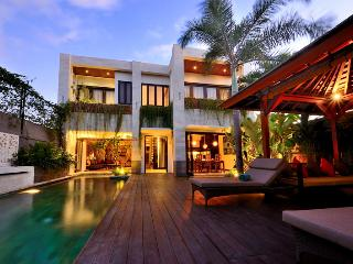 luxurious & spacious 1 - 3 bedroom villa Seminyak