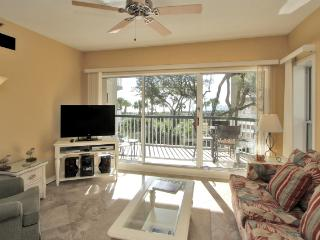 Sunny, Updated Oceanfront Villa Steps to Beach & Pool/Beach Gear Incl! Golf Near