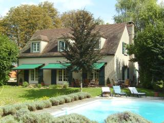 Fabulous House with pool, in Beaune.  Sleeps 8