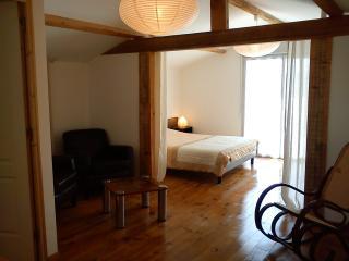 Bedroom queensize bed 160x200cm