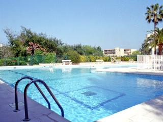 In residence with swimming-pool, apt.120m2