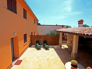 Holiday house near Pula with private grill terrace, Pola