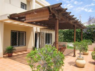 Casa en Aguadulce con jardín