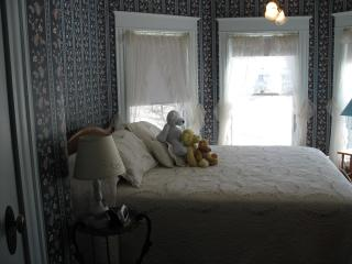 Hugging Bear Inn - Tower Room