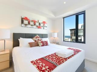 StayCentral Seaviews corporate short & long stay; pool gym beach shopping trams