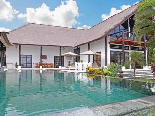 Five Bedroom Beachfront Villa Tri Murti Bali