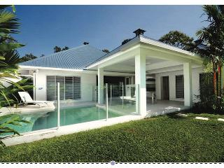 Aqua Villa- Private, Tranquil-3min walk to Beach., Port Douglas