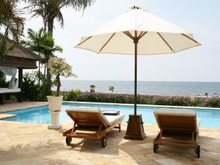 Four Bedroom Beachfront Villa Segara Indah Bali, Dencarik