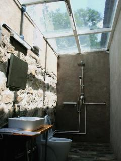 Sunshine Bathroom to enjoy the natural with privacy