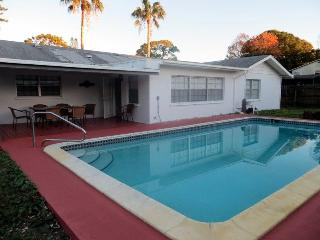 Sparkling Clean 3 bedroom 2 Bath Home, Pool, Beach