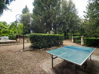 Small villa immersed in the quite of a private magnificent Italian park