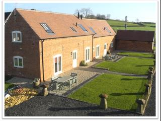 The Owletts Luxury Farm Cottage Hottub sleeps 5-7, Bromsgrove