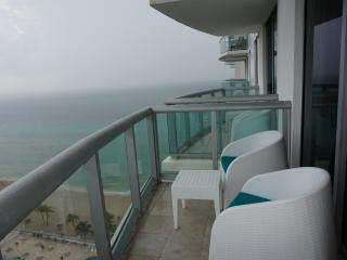 Marenas Resort Luxury 1/1 BDR ON 20TH FL, Sunny Isles Beach