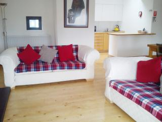 Calton,CanongateOldtown 2 bedrooms parking central