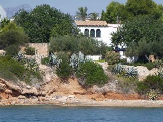 VILLA SCILLA, WATERFRONT GREAT VIEWS, AUGUST OFFER