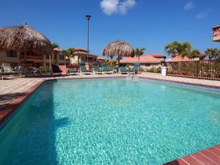 Kalm Townhouse 3/3 Sleeps 2 to 6-Walk/Bike - beach, Palm/Eagle Beach