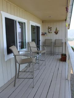 deck to enjoy the lake view