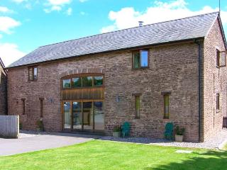 CWRT ST THOMAS, modern barn conversion, WiFi, woodburner, beautiful countryside location near Monmouth, Ref. 913851