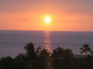 Fabulous Oceanview 3 Bedroom Townhome Near Beach  From $169 per night!, Kailua-Kona