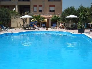 Bouganville case vacanza trivani arredato +piscina