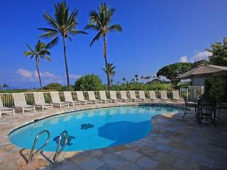 Keauhou Akahi 210- Top floor spacious condo that sleeps 4! Large ocean view!!, Kailua-Kona