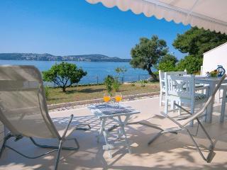Beach apartment near to Trogir. Amazing location., Donji Seget