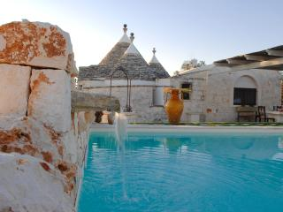 The perfect trullo for up to 3 in Puglia with pool, Martina Franca