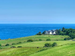 Old Manor-sea views sleeps 8-12 with four ensuites, Coldingham